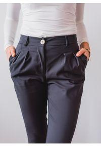 Szare spodnie Fanaberia.com w kolorowe wzory, wizytowe