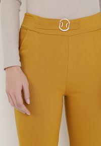 Born2be - Żółte Spodnie Skinny Aeliyah. Kolor: żółty