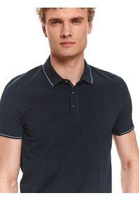 TOP SECRET - T-shirt polo męski gładki. Typ kołnierza: polo. Kolor: niebieski. Materiał: bawełna, tkanina. Długość rękawa: krótki rękaw. Długość: krótkie. Wzór: gładki. Styl: klasyczny