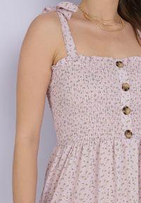 Born2be - Liliowa Sukienka Nailia. Typ kołnierza: dekolt kwadratowy. Kolor: fioletowy. Materiał: tkanina. Długość rękawa: na ramiączkach. Wzór: kwiaty, aplikacja. Styl: wakacyjny. Długość: maxi