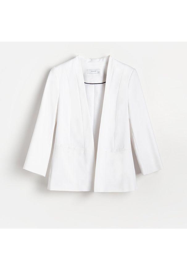 Reserved - Gładki żakiet - Biały. Kolor: biały. Wzór: gładki