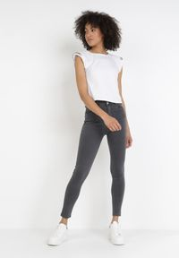 Born2be - Ciemnoszare Spodnie Skinny Amiphiphise. Kolor: szary