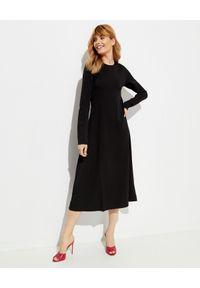 SAKS POTTS - Czarna sukienka Simple. Kolor: czarny. Materiał: materiał. Długość rękawa: długi rękaw. Wzór: nadruk, aplikacja. Długość: midi