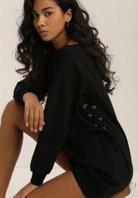 Renee - Czarna Bluza Adriavianna. Kolor: czarny. Materiał: dzianina, prążkowany. Długość rękawa: długi rękaw. Długość: długie. Wzór: aplikacja