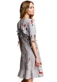 Sukienka koktajlowa MOE z falbankami, w kwiaty, dopasowana