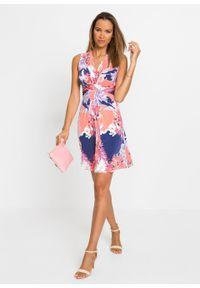 Sukienka w kwiaty bonprix różowo-lila w kwiaty. Kolor: różowy. Wzór: kwiaty. Sezon: lato