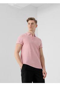 4f - Koszulka polo męska. Okazja: na co dzień. Typ kołnierza: polo. Kolor: różowy. Materiał: dzianina, materiał. Styl: casual
