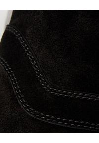 Casadei - CASADEI - Czarne zamszowe kowbojki. Wysokość cholewki: przed kolano. Zapięcie: bez zapięcia. Kolor: czarny. Materiał: zamsz. Szerokość cholewki: normalna. Obcas: na obcasie. Styl: elegancki. Wysokość obcasa: niski