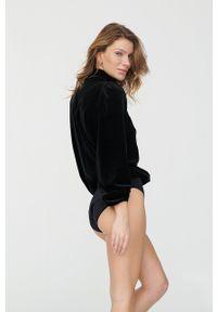 Undress Code - Bluzka BE A GAME-CHANGER. Typ kołnierza: golf. Kolor: czarny. Materiał: tkanina. Długość rękawa: długi rękaw. Długość: długie. Wzór: gładki