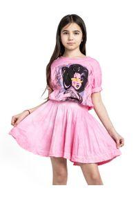 ROBERT KUPISZ - Różowa sukienka GEISHA. Kolor: różowy, wielokolorowy, fioletowy. Materiał: guma. Wzór: nadruk. Sezon: lato, wiosna