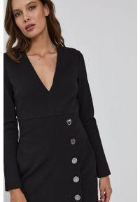 Pinko - Sukienka. Kolor: czarny. Długość rękawa: długi rękaw. Typ sukienki: asymetryczne, rozkloszowane