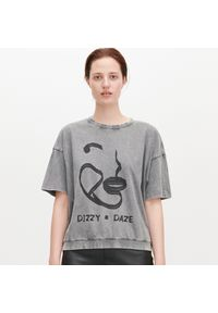 Szary t-shirt Reserved z napisami