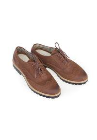 Zapato - półbuty - skóra naturalna - model 258 - kolor brązowy przecierka. Nosek buta: okrągły. Zapięcie: sznurówki. Kolor: brązowy. Materiał: skóra. Wzór: kolorowy. Sezon: lato. Obcas: na obcasie. Styl: elegancki, klasyczny. Wysokość obcasa: niski