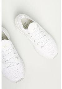 Białe buty sportowe Under Armour z okrągłym noskiem, z cholewką, na sznurówki