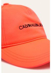Pomarańczowa czapka z daszkiem Calvin Klein Jeans z aplikacjami