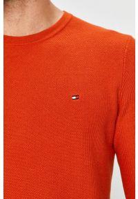 TOMMY HILFIGER - Tommy Hilfiger - Sweter. Okazja: na co dzień. Kolor: pomarańczowy. Materiał: dzianina. Długość rękawa: długi rękaw. Długość: długie. Styl: casual