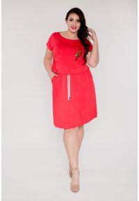 Czerwona sukienka dla puszystych Moda Size Plus Iwanek z aplikacjami, mini, na lato, z krótkim rękawem