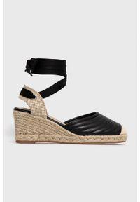 Answear Lab - Espadryle Prisska. Nosek buta: okrągły. Kolor: czarny. Materiał: guma. Obcas: na koturnie. Styl: wakacyjny