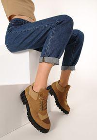 Born2be - Camelowe Botki Rozelle. Nosek buta: okrągły. Zapięcie: sznurówki. Materiał: nubuk, syntetyk. Szerokość cholewki: normalna. Obcas: na platformie