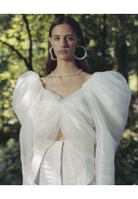 MACH&MACH - Biały top z bufiastymi rękawami. Kolor: biały. Materiał: jedwab, tkanina. Długość rękawa: długi rękaw. Długość: długie. Wzór: motyw z bajki. Styl: elegancki