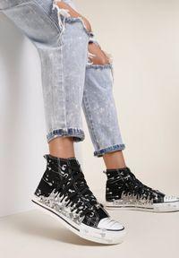 Renee - Czarne Trampki Briwadec. Nosek buta: okrągły. Kolor: czarny. Materiał: materiał, guma. Szerokość cholewki: normalna. Wzór: jednolity, nadruk. Styl: klasyczny