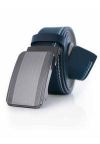 Granatowy męski pasek z przeszyciami - automatyczna klamra KMG52. Kolor: niebieski. Materiał: jeans, skóra. Styl: klasyczny, elegancki