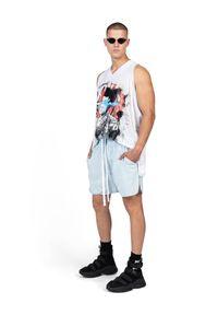 ROBERT KUPISZ - Błękitne szorty ORIENT BLUE JEANS. Okazja: na co dzień. Kolor: niebieski. Materiał: jeans. Wzór: nadruk. Styl: casual, sportowy