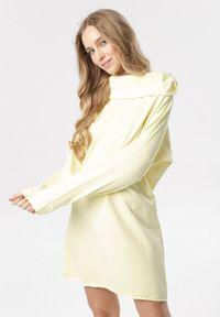 Born2be - Żółta Sukienka Savageia. Typ kołnierza: kaptur, golf. Kolor: żółty. Materiał: jeans, dzianina. Długość rękawa: długi rękaw. Wzór: gładki. Styl: klasyczny