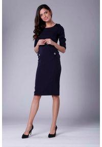 Nommo - Granatowa Stylowa Sukienka Ołówkowa z Ozdobnymi Guzikami. Kolor: niebieski. Materiał: wiskoza, poliester. Typ sukienki: ołówkowe. Styl: elegancki