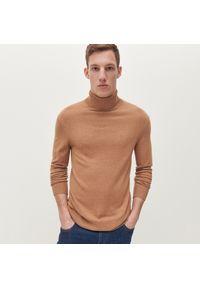 Beżowy sweter Reserved z golfem, klasyczny