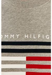 TOMMY HILFIGER - Tommy Hilfiger - Bluza. Okazja: na co dzień. Kolor: szary. Długość rękawa: długi rękaw. Długość: długie. Wzór: nadruk. Styl: casual