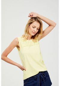 Żółta bluzka MOODO z okrągłym kołnierzem, z aplikacjami, klasyczna