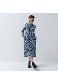 House - Wzorzysta sukienka midi - Granatowy. Kolor: niebieski. Długość: midi