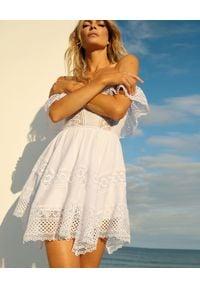 CHARO RUIZ IBIZA - Asymetryczna sukienka Vaiana. Kolor: biały. Materiał: koronka. Typ sukienki: asymetryczne. Długość: mini