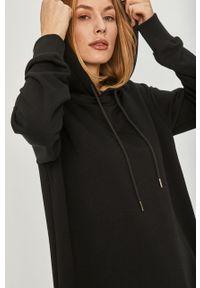 Czarna sukienka Answear Lab midi, wakacyjna, z kapturem, oversize