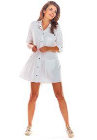 Awama - Biała Luźna Koszulowa Sukienka z Falbanką. Kolor: biały. Materiał: wiskoza, elastan. Typ sukienki: koszulowe