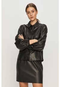Jacqueline de Yong - Koszula. Okazja: na co dzień. Kolor: czarny. Materiał: tkanina. Długość rękawa: długi rękaw. Długość: długie. Wzór: gładki. Styl: casual