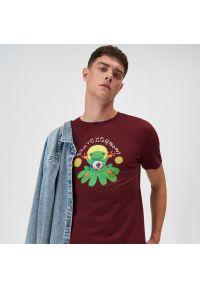 Sinsay - Koszulka z nadrukiem - Bordowy. Kolor: czerwony. Wzór: nadruk