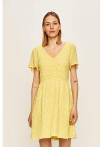 Calvin Klein Jeans - Sukienka. Kolor: żółty. Materiał: tkanina. Typ sukienki: rozkloszowane