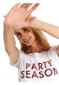 Biały t-shirt DRYWASH klasyczny, z nadrukiem, na lato