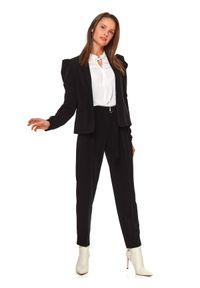 TOP SECRET - żakiet z bufkami na rękawach. Okazja: do pracy, na imprezę. Kolor: czarny. Wzór: aplikacja. Sezon: zima. Styl: elegancki
