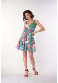 Nommo - Sukienka na Ramiączkach z Zakładanym Dekoltem - Zielona. Kolor: zielony. Materiał: wiskoza, poliester. Długość rękawa: na ramiączkach