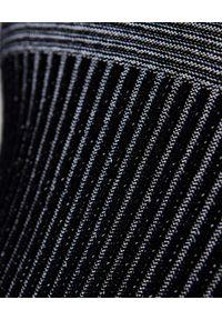 OFF-WHITE - Wełniany sweter w prążki. Kolor: czarny. Materiał: wełna. Długość: długie. Wzór: prążki. Styl: elegancki