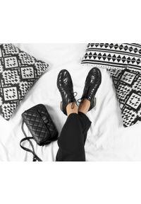 Czarne półbuty Zapato z cholewką, z motywem zwierzęcym