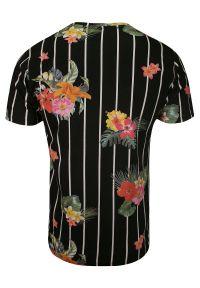 Czarny Bawełniany T-Shirt Męski -Brave Soul- Koszulka, Krótki Rękaw, w Białe Paski, Kolorowe Kwiatki. Okazja: na co dzień. Kolor: wielokolorowy. Materiał: bawełna. Długość rękawa: krótki rękaw. Długość: krótkie. Wzór: kwiaty. Sezon: lato, wiosna. Styl: casual
