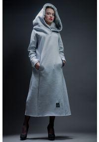 Czarna sukienka Hultaj Polski z kapturem, na zimę