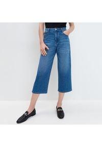 Mohito - Jeansy kuloty - Niebieski. Kolor: niebieski. Materiał: jeans
