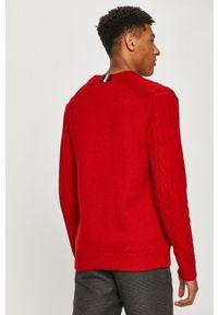 TOMMY HILFIGER - Tommy Hilfiger - Sweter. Okazja: na co dzień. Kolor: czerwony. Długość rękawa: długi rękaw. Długość: długie. Wzór: aplikacja, ze splotem. Styl: casual