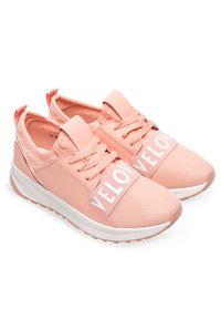 Różowe buty sportowe Ideal Shoes w kolorowe wzory, trekkingowe