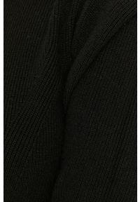Czarna sukienka Answear Lab na co dzień, wakacyjna, prosta, z długim rękawem